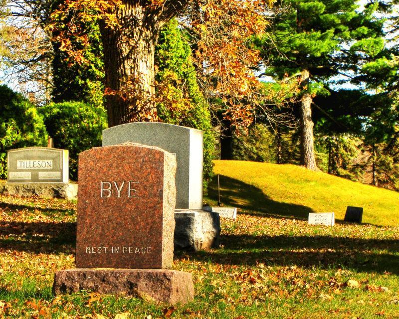 Jakie decyzje musi podjąć rodzina po śmierci bliskiej osoby?